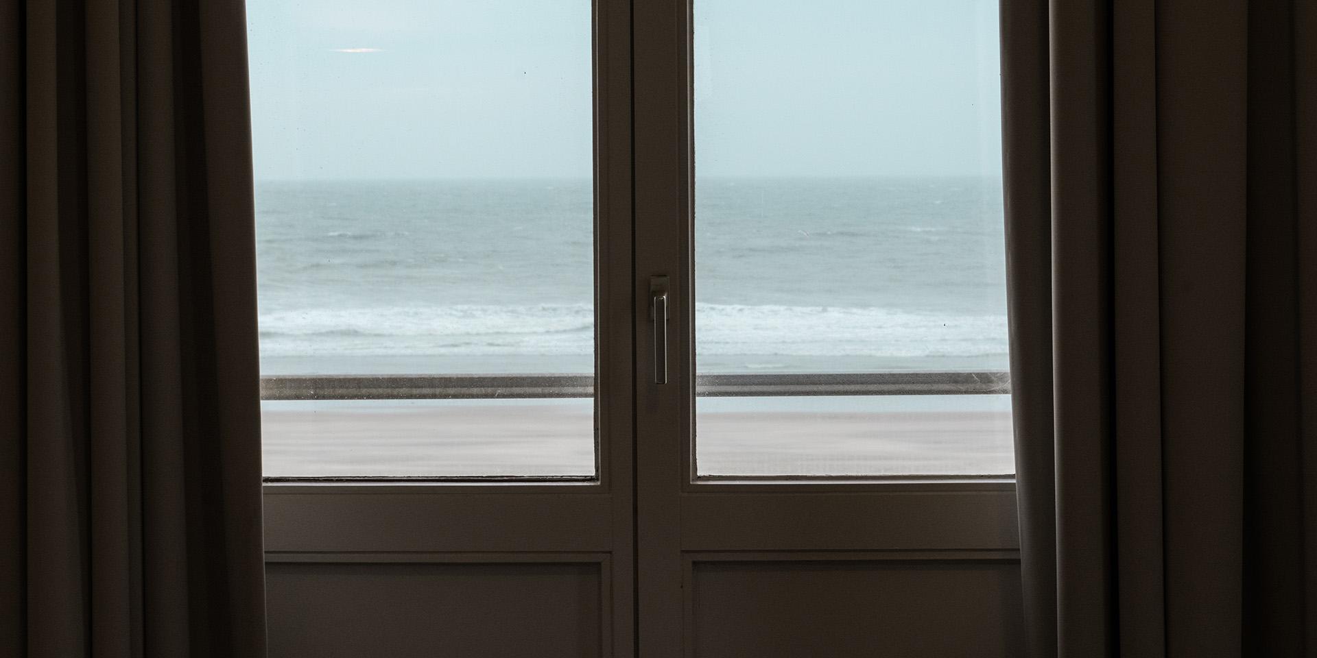 Doorleefd | Zeezicht raam © Regina De Martelaere